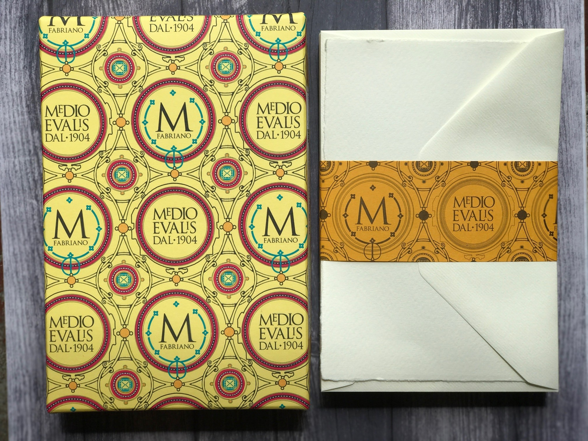 Fabriano Single Flat Cards and Envelopes - large